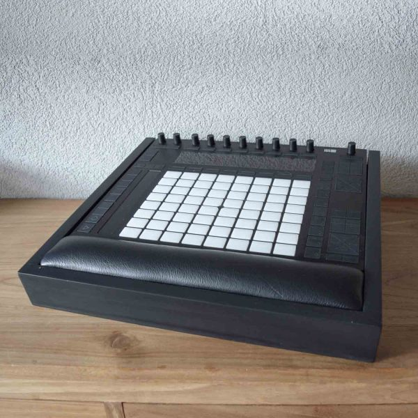 Push-2-wooden-stand