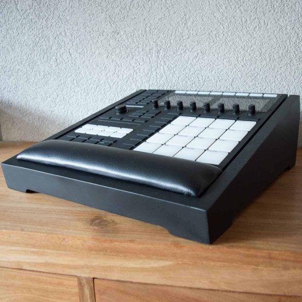 maschine-mk3-wood-stand